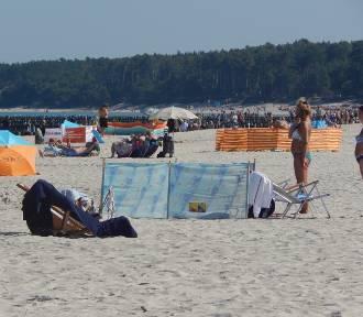 Letnia pogoda przyciąga plażowiczów do Ustki [ZDJĘCIA]