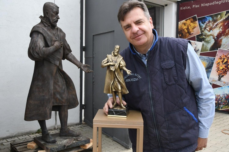 Pomnik Jana Kochanowskiego w Kielcach już gotowy [WIDEO, ZDJĘCIA]