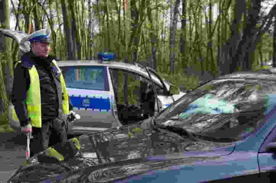 Pijani kierowcy Żory 2014: Nietrzeźwy kierowca porzucił auto i zaczął uciekać pieszo