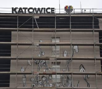 Powstaje ogromny mural na ścianie Urzędu Miasta przy Młyńskiej ZDJĘCIA