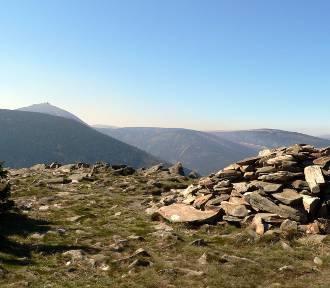 Na Śnieżce tłumy, a na tych szczytach Karkonoszy zdecydowanie mniej turystów