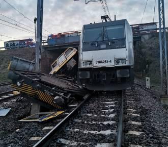 Szymankowo. Zderzenie lokomotywy z drezyną, 2 osoby zginęły! Ruch pociągów wznowiony