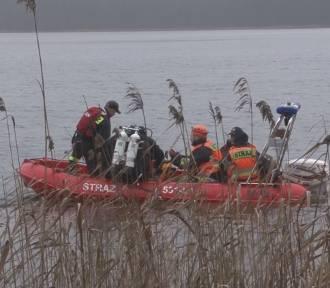 Tragedia na jeziorze Bądze. Wędkarz wypadł z łodzi, potem długo walczył o życie, ale niestety utonął