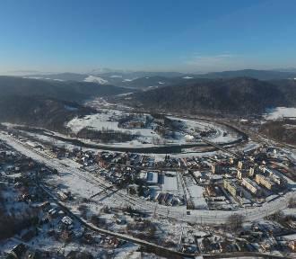Piękna zima w Muszynie. Zdjęcia z lotu ptaka [GALERIA]
