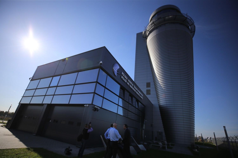 Wieża kontroli lotów na lotnisku w Pyrzowicach