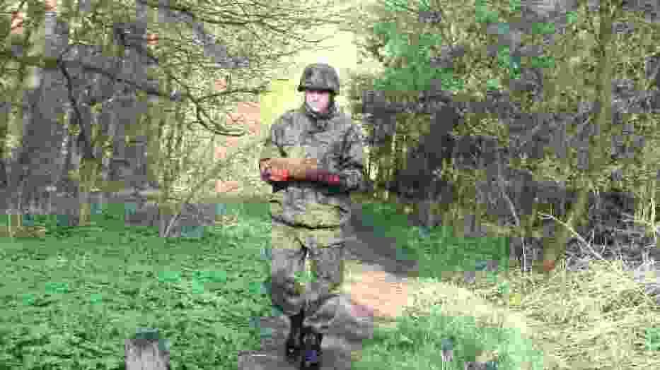 Pociski artyleryjskie w lesie przy Biskupińskiej w Poznaniu