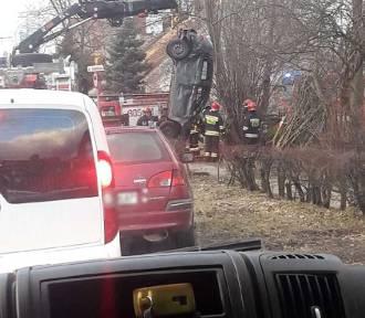 Wypadek na Grunwaldzkiej w Gdańsku. Pijany kierowca stracił panowanie nad samochodem [zdjęcia]