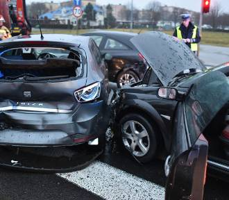 Wypadek czterech aut na Konstytucji 3 Maja w Lesznie [ZDJĘCIA]