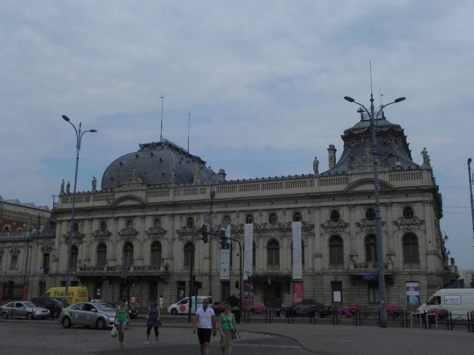 Obecny kształt rezydencja Poznańskich zaczęła przyjmować w 1898 roku
