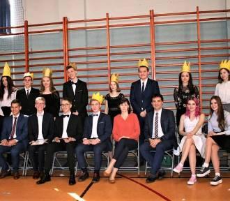 Przekazanie władzy w złotowskim Liceum Ogólnokształcącym [ZDJĘCIA]