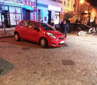 W centrum Grybowa zderzyły się dwa samochody osobowe