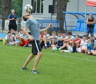 Pokaz freestyle football w Zbąszyneckiej Akademii Piłkarskiej