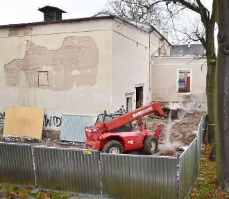 """Trwa remont dawnego kina """"Tęcza"""". Koniec prac to kwiecień 2022 r. [ZDJĘCIA]"""