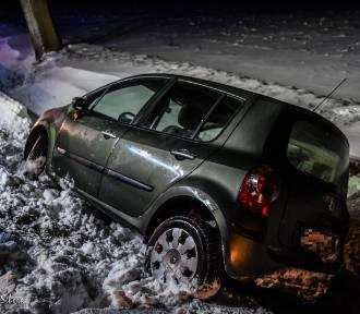W sobotni wieczór auto wypadło z drogi [ZDJĘCIA]