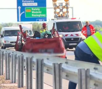 Wypadek na A1 w Woźnikach. Dwie osoby ranne, lądowały śmigłowce LPR [ZDJĘCIA, WIDEO]