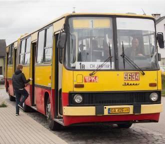Kto pamięta jazdę takim autobusem? Ikarus znów jeździ po Słupsku