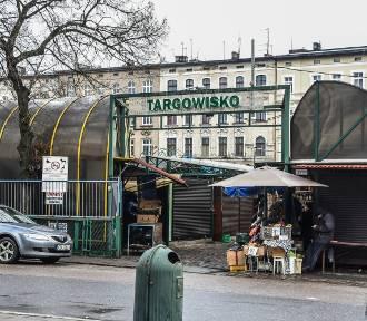 Targowisko na Placu Piastowskim w Bydgoszczy wymaga remontu! Co z nim będzie? [zdjęcia]