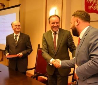 Nowy Dwór Gdański. Będzie rewitalizacja żuławskiej kolei wąskotorowej. Umowa o dofinansowaniu