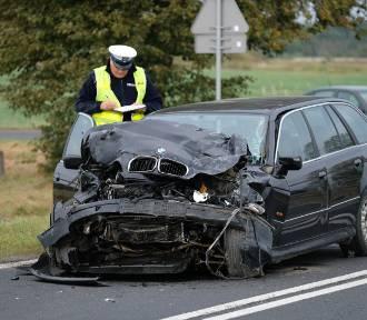 Trzy osoby ranne po zderzeniu busa z BMW [ZDJĘCIA]