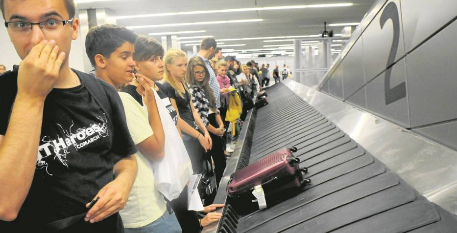 Zdarza się, że pasażerowie muszą ponad godzinę czekać na swoje bagaże