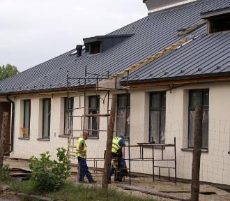 Trwa remont hali przy ulicy Rakowicza w Inowrocławiu [zdjęcia]