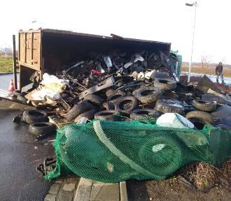 Wrocław. Wypadek na ul. Granicznej. Wywróciła się ciężarówka [ZDJĘCIA]