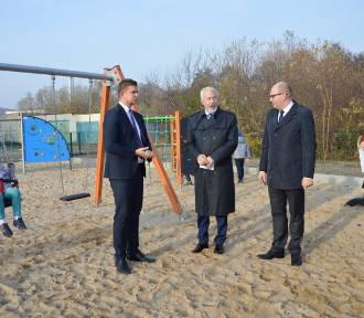 Nowy plac zabaw przy ul. Iwaszkiewicza w Wejherowie oficjalnie otwarty [ZDJĘCIA]