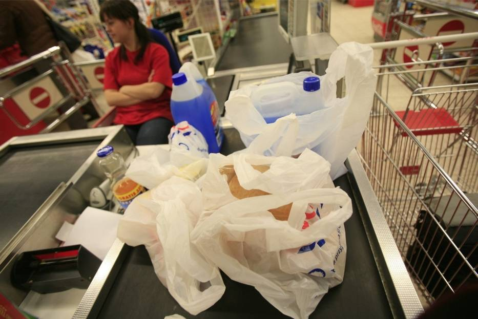 Miliardy torebek plastikowych stają się nieprzetworzonymi odpadami bezpośrednio zaśmiecającymi nasze ekosystemy