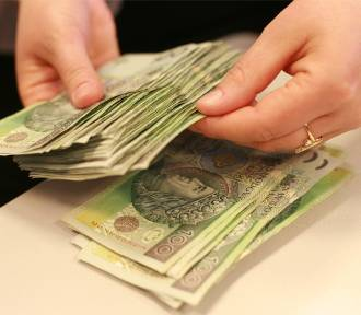 Zarobki w Polsce. Średnia to 4,3 tys, ale większość zarabia dużo mniej [RAPORT]