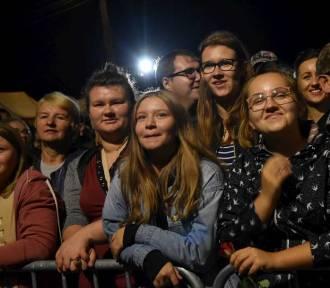 Piękni i Młodzi rozgrzali publiczność w Nowych Skalmierzycach. ZDJĘCIA