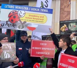 Z jednym ziemniakiem do kasy, protest AGROUnii w Warszawie