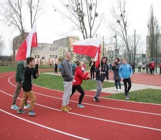 Bieg Młodych Patriotów na boisku Szkoły Podstawowej nr 2 we Włocławku [zdjęcia]