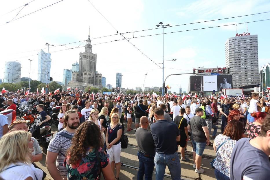 Marsz Powstania Warszawskiego 2019. Narodowcy przeszli ulicami Warszawy
