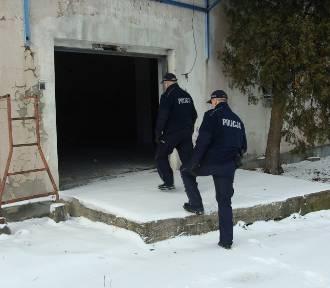 Policja ratuje przed zamarznięciem