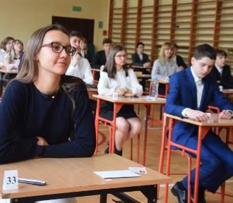 Egzamin gimnazjalny w ZS 1 w Tychach ZDJĘCIA