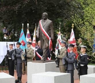 7e879db8af8a3e Pomnik Lecha Kaczyńskiego w Szczecinie uroczyście odsłonięty. I jak  wrażenia? [ZDJĘCIA, WIDEO