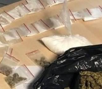 Wolbrom. Policjanci zatrzymali dwóch dilerów narkotyków