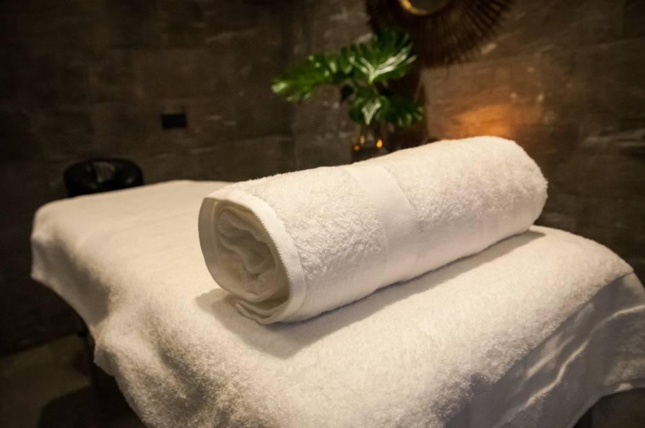 Walentynki 2021: Romantyczny masaż dla dwojga czy kąpiel w winie połączoną z degustacją