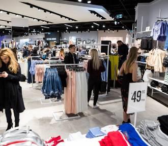 Ile zarabia się w galerii w sklepach Reserved, CCC, Wojas, Top Secret, Mohito, Sinsay, New Yorker?