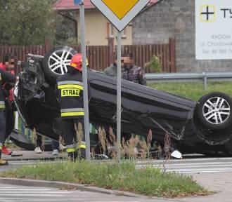 Wypadek i dachowanie w Radomiu