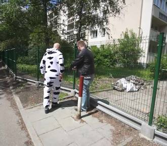 Poważny program: przegrodzili sąsiadom drogę na targ