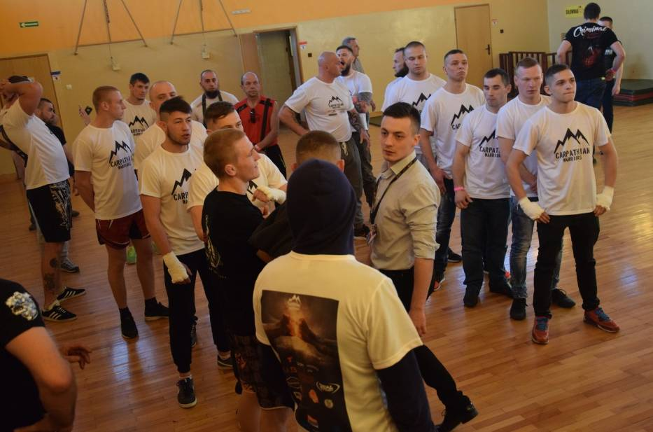 """Podczas gali MMA """"Carpathian Warriors"""" w Jarosławiu stoczono 11 pojedynków"""