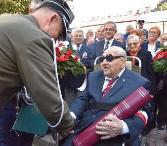 Tarnów. Żołnierz września, represjonowany oficer AK, został generałem w wieku 101 lat
