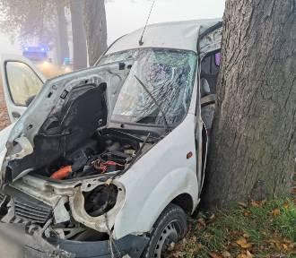 Kościeleczki. Groźny wypadek na drodze powiatowej [ZDJĘCIA]. Cztery osoby trafiły do szpitala