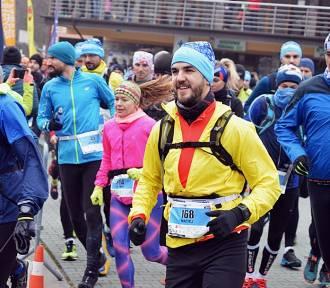 Piąta edycja Trail Kamieńsk. Rekordowa liczba biegaczy wystartowała na dwóch dystansach [GALERIA]