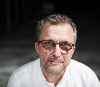 """Wojciech Kościelniak, reżyser """"Śpiewaka Jazzbandu"""": Ten spektakl ma nas pojednać"""