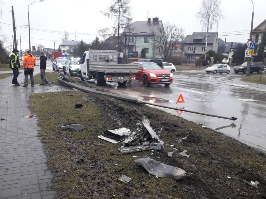 Cysterna wioząca dziewięć tysięcy litrów oleju napędowego o włos od katastrofy na ulicy Witosa w Kielcach!