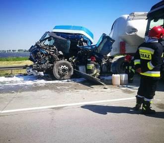 Dwie ciężarówki zderzyły się na autostradzie A4 . Jeden z kierowców był reanimowany
