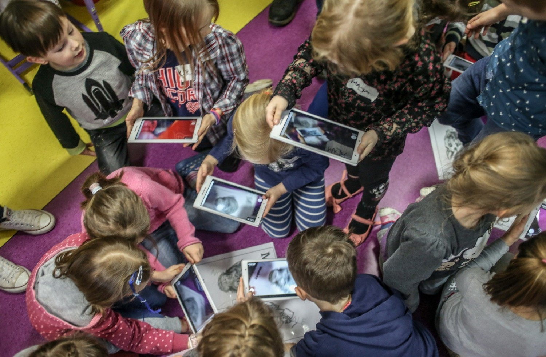 Cyfryzacja może być dla szkół także szansą na rozwinięcie kompetencji związanych z kreatywnym myśleniem i kooperacją, których – według najnowszego raportu NIK – brakuje polskim uczniom