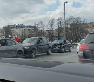 Wypadek na moście w Krakowie. Ogromne korki i opóźnienia komunikacji miejskiej